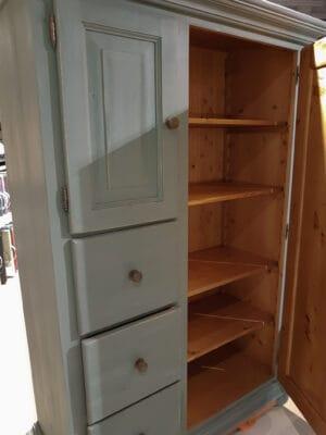 houten kast geschilderd